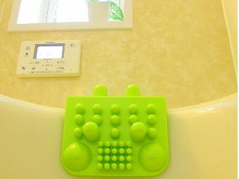 吸盤をしっかりと浴槽に吸着させてください。